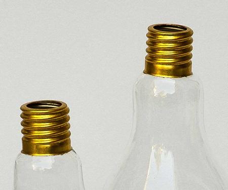 Glasvase in Glühbirnenform mit vergoldetem Hals