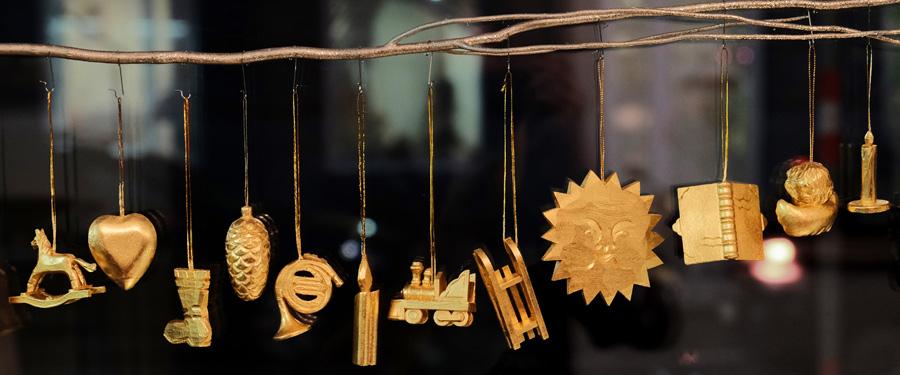 handegschnitzter Christbaumschmuck aus Lindenholz echt vergoldet